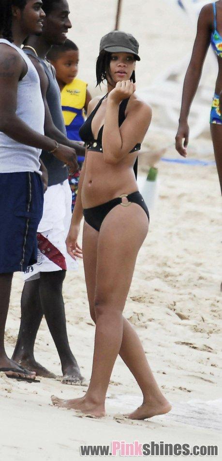 rihanna gorda bikini