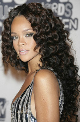 rihanna long wavy haircut