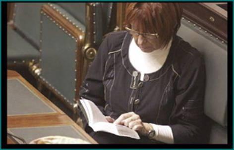parlamento europeo eurodiputados leyendo
