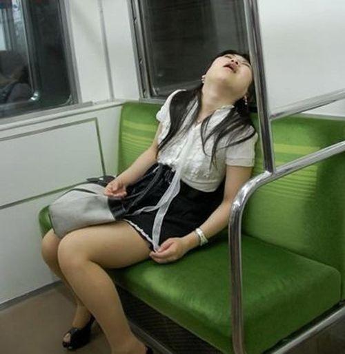 No entiendo como la gente duerme en el metro y se despiertan en su parada