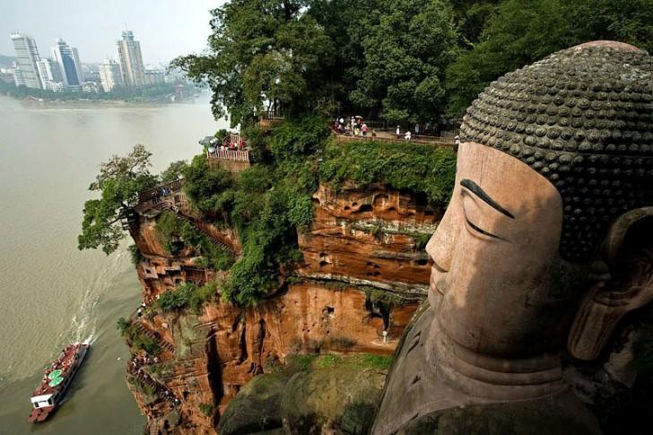 buda ciudad leshan sichuan china
