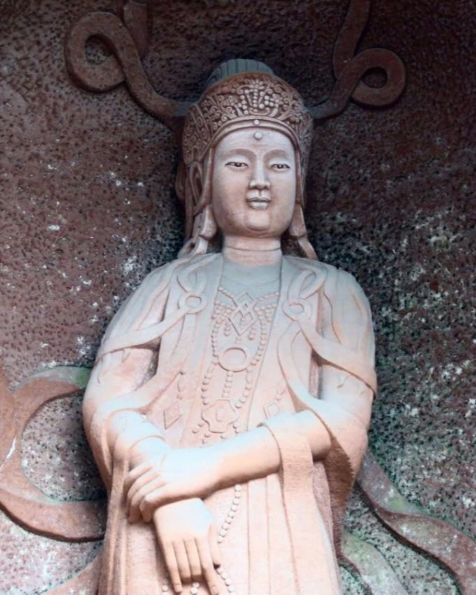 buda leshan estatuas alrededor