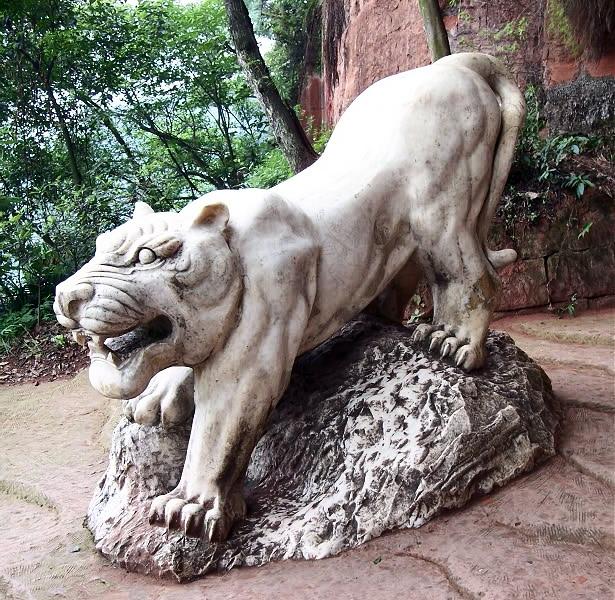 buda leshan estatuas tigre
