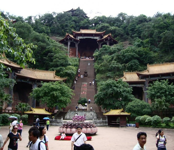 buda leshan templo budista escaleras