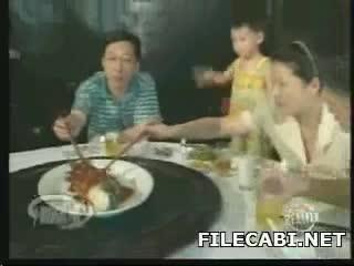 comiendo peces vivos china