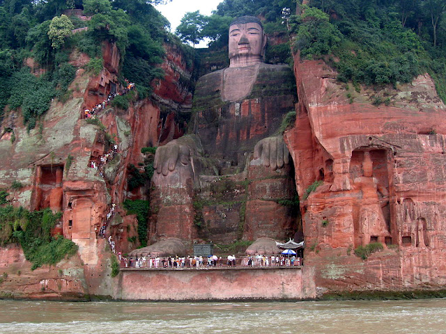 estatua buda leshan china