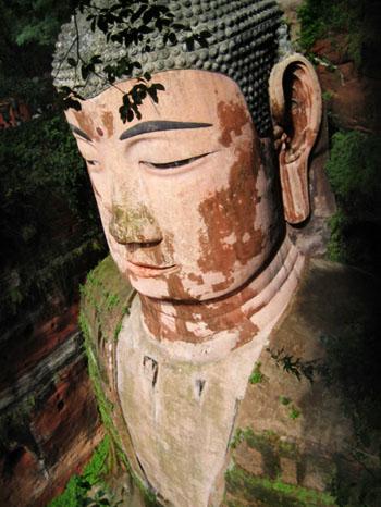 estatua buda maitreya leshan china