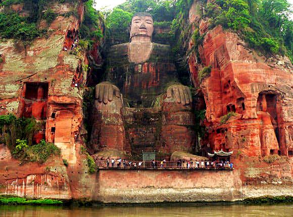 estatua gran buda leshan china acantilado