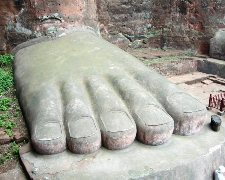 gran buda leshan china dedos