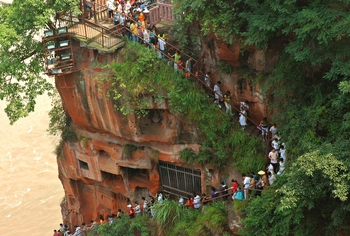 gran buda leshan china escaleras