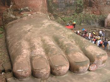 gran buda leshan china pie dedos