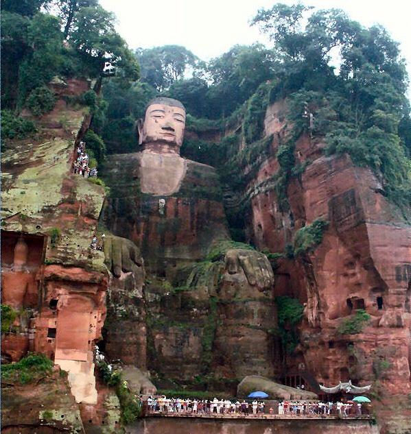 gran buda leshan china turistas