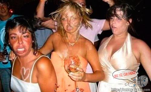 mujeres alcohol fiesta