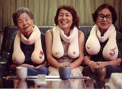 mujeres tetas aire enseñando