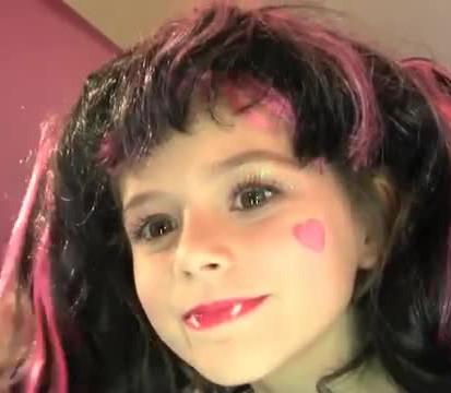 Draculaura-Monster-High-maquillaje