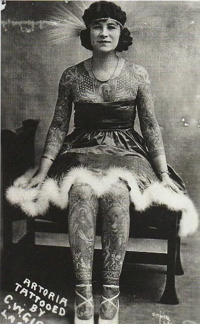Anna Gibbons mujer tatuada