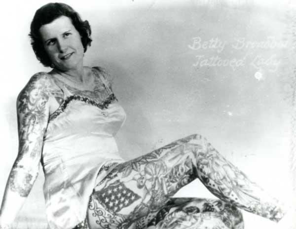 Betty Broadbent mujer tatuajes