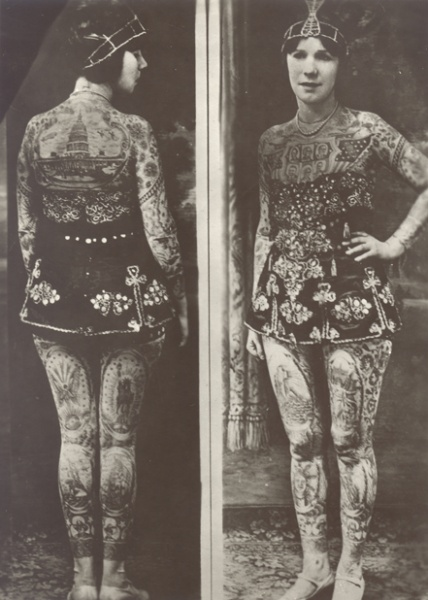 Lady Viola mujer tatuada