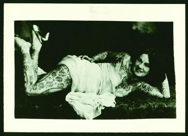Lady Viola tatuajes