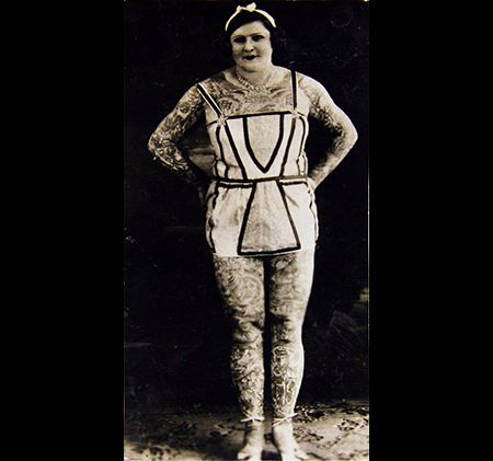 Mildred hull mujer tatuada