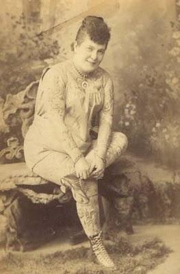 Nora Hildebrandt mujer tatuada