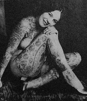 lady viola tatuada mujer
