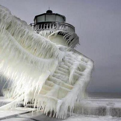 faro congelado lago michigan