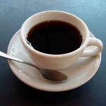 ¿Cómo se produce el café descafeinado?