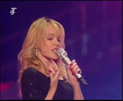 kylie minogue cantando