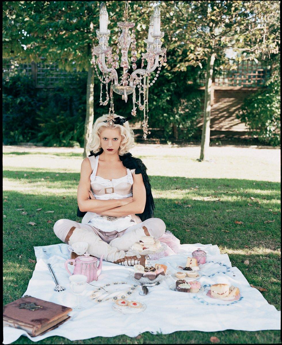 Gwen Stefani alice wonderland 1