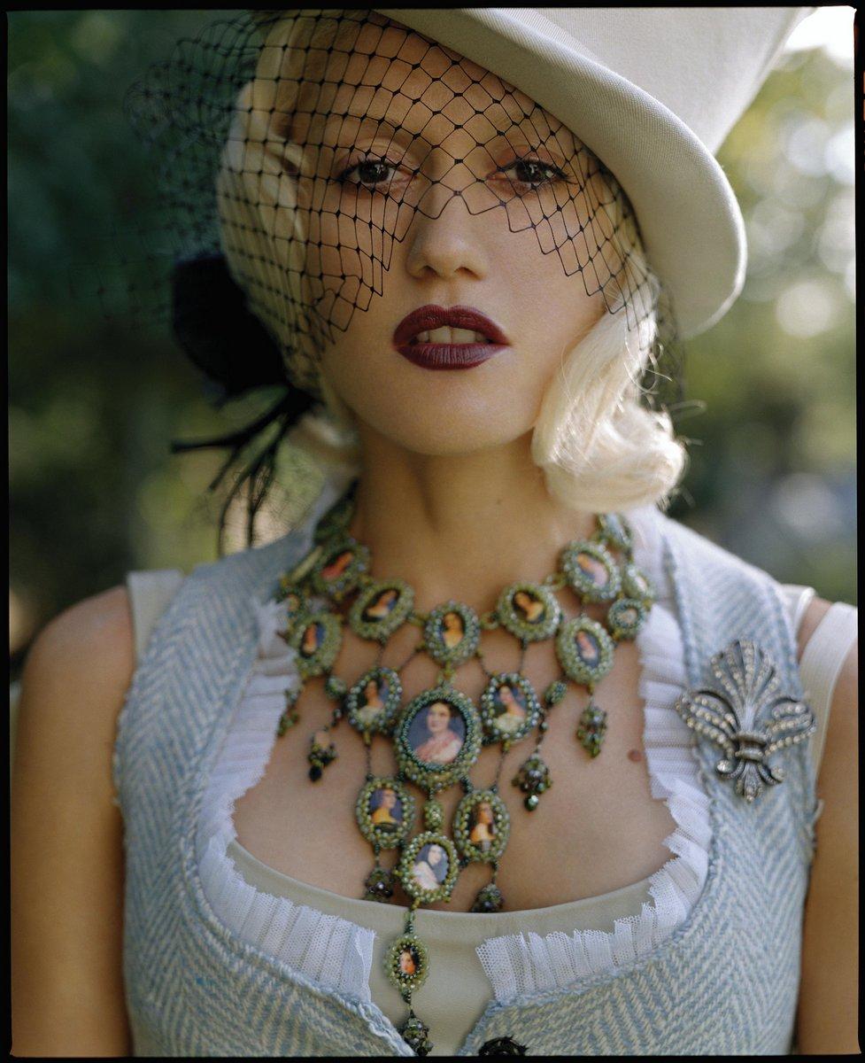 Gwen Stefani alice wonderland 2