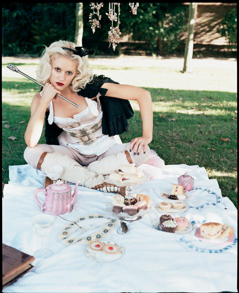 Gwen Stefani alice wonderland 3