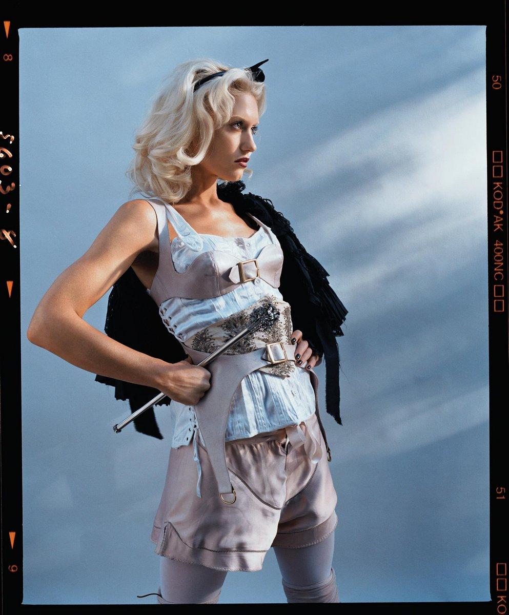 Gwen Stefani lorenzo agius 1