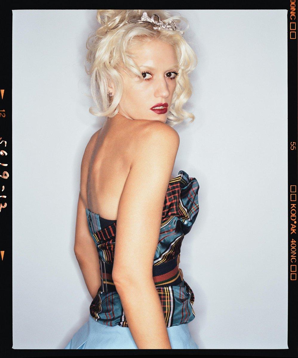 Gwen Stefani lorenzo agius 3