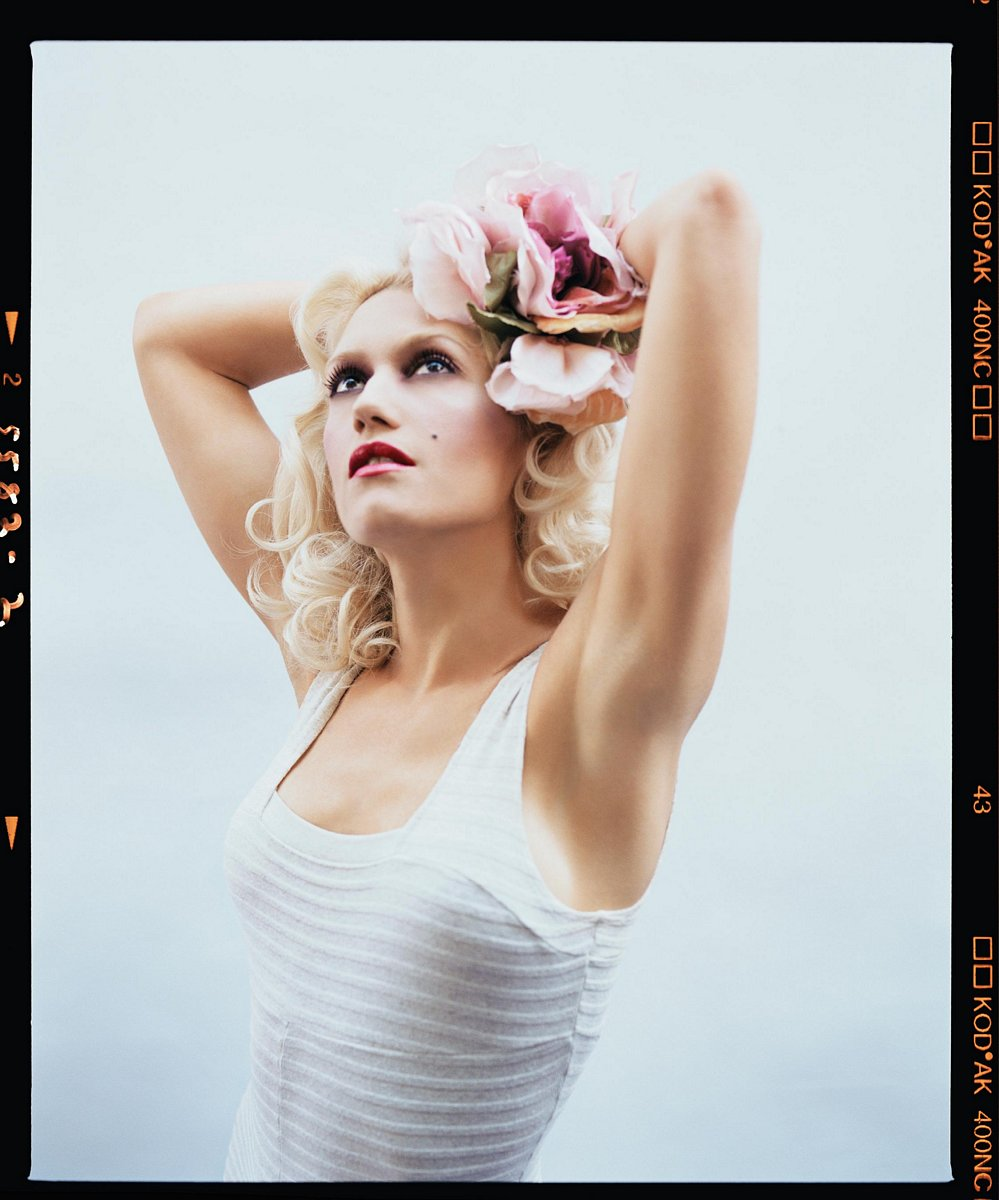 Gwen Stefani lorenzo agius 4