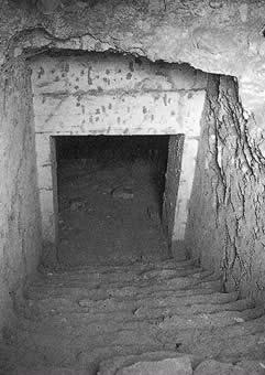 KV55 tumba entrada