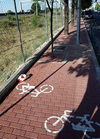 humor carril bici obstaculos