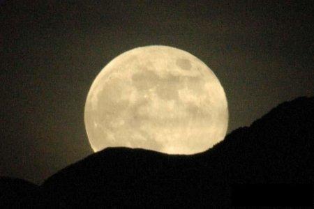luna horizonte saliendo
