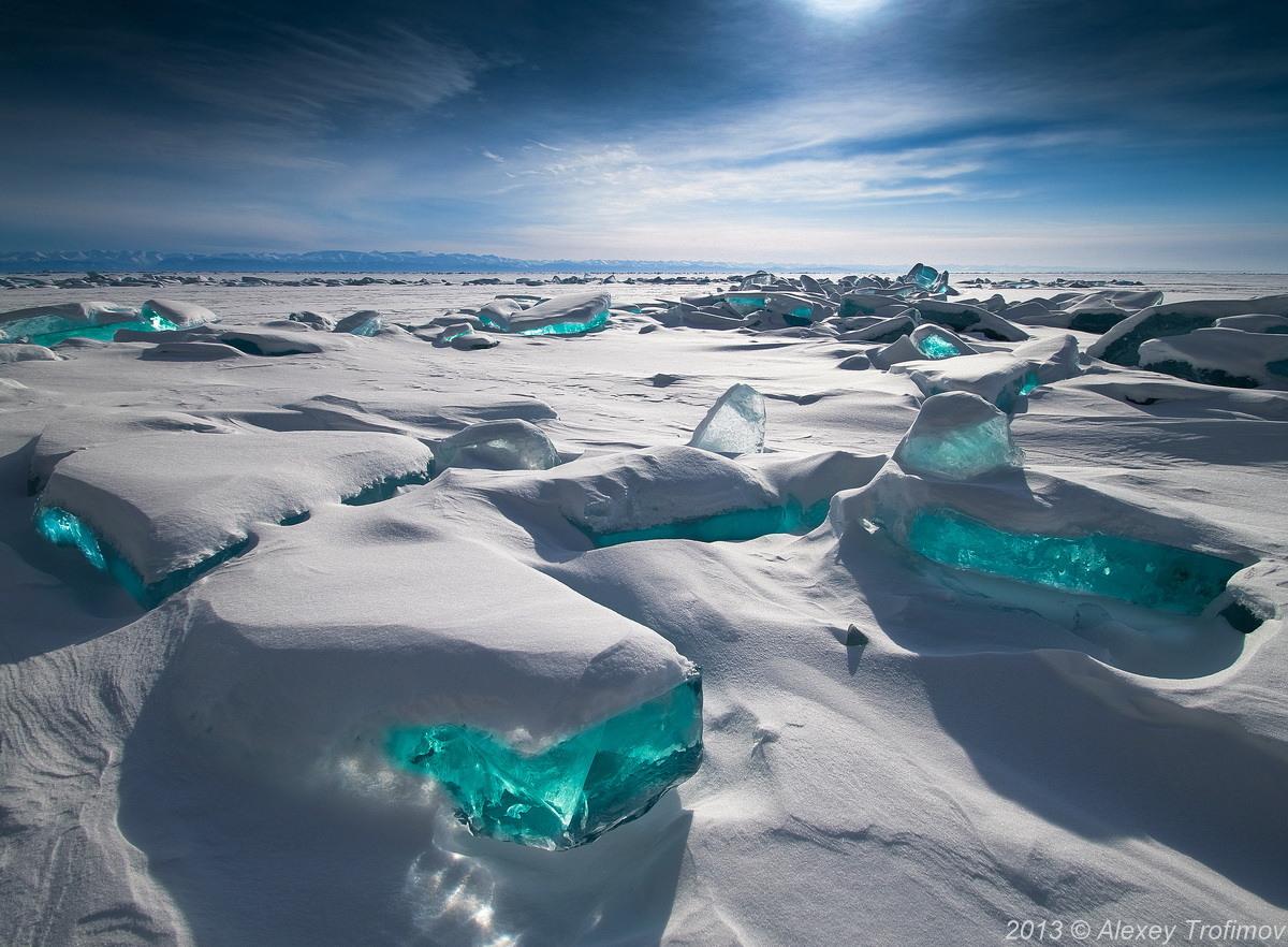 primavera bloques hielo turquesa lago Baikal Siberia Rusia