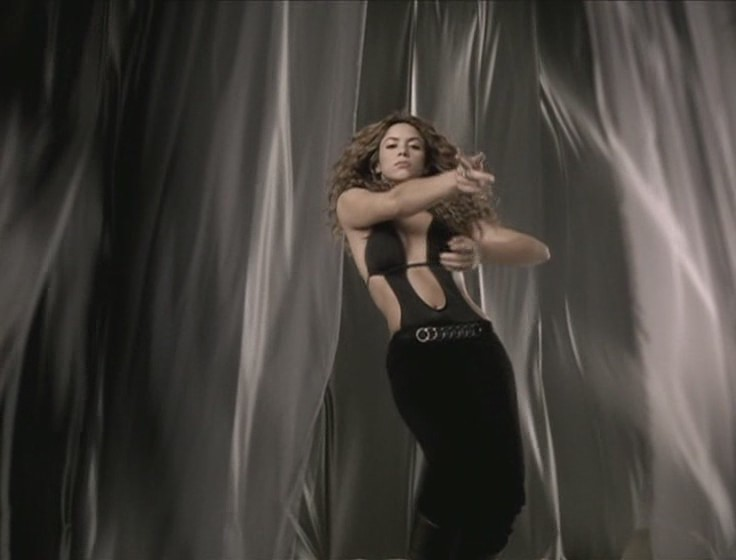 shakira beyonce beautiful liar video 03