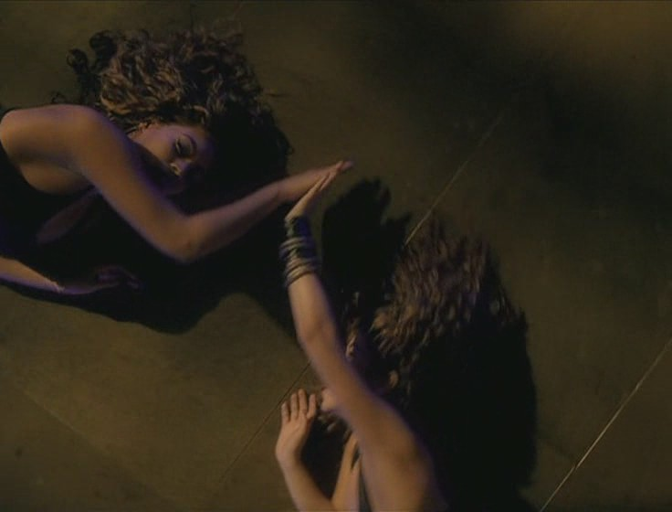 shakira beyonce beautiful liar video 13