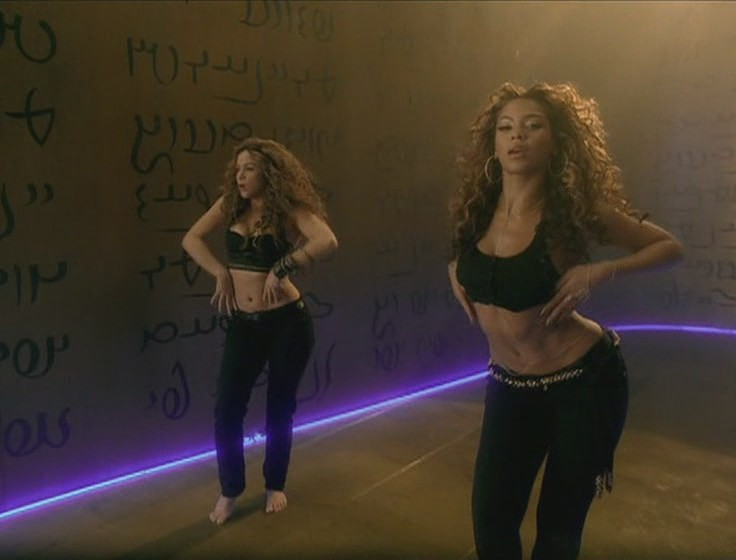 shakira beyonce beautiful liar video 17