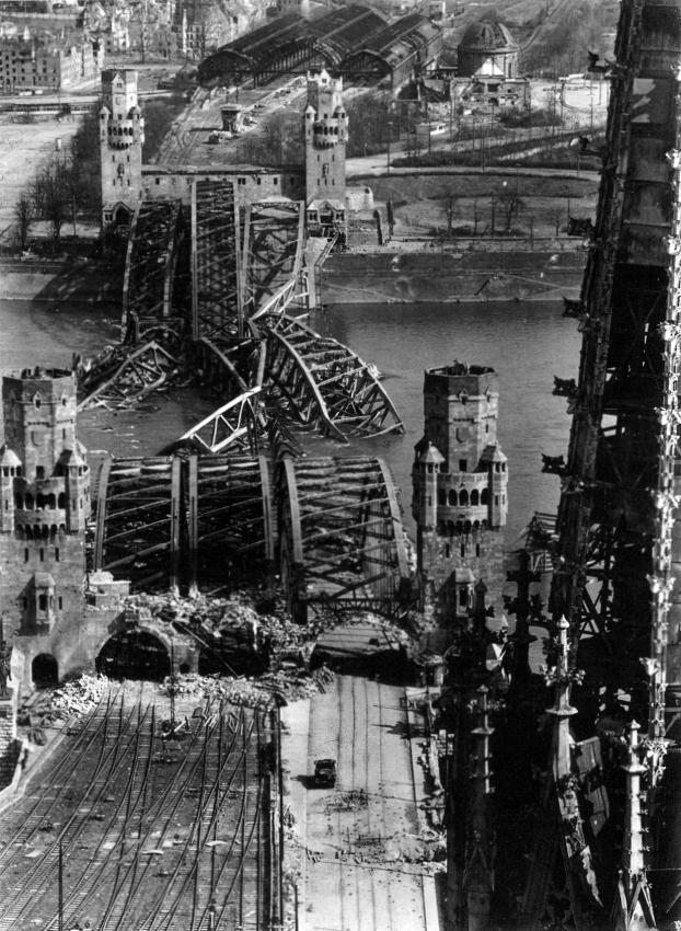 Puente Hohenzollern Colonia Alemania 1945