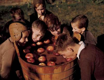 apple bobbing halloween