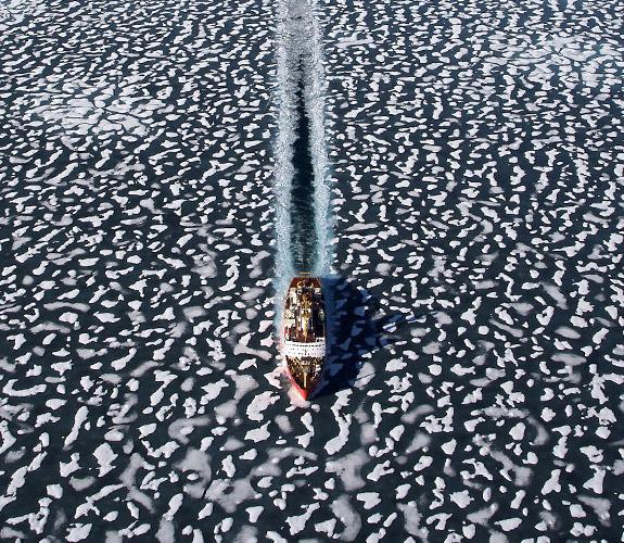 barco mares helados artico