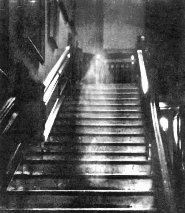 fantasma mujer marron