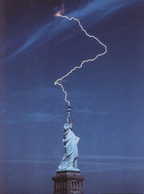 rayo estatua libertad