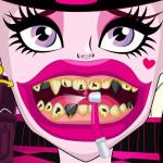 Juego de blanqueamiento dental con Draculaura