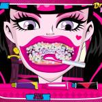 Juego con Draculaura en el dentista