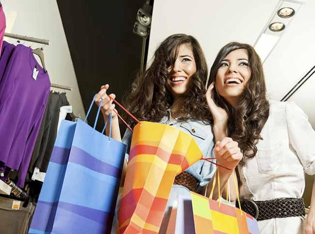 chicas comprando